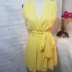 Dresses & Skirts - Yellow flowy cinched waist dress